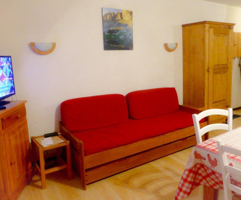 Holiday in mountain resort Studio sleeping corner 4 people (D4) - Résidence Plan Soleil - Valloire - Living room