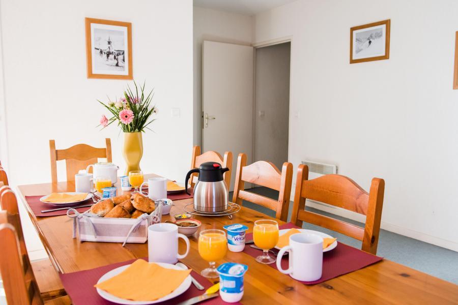Urlaub in den Bergen Résidence Plein Soleil - La Norma - Tisch