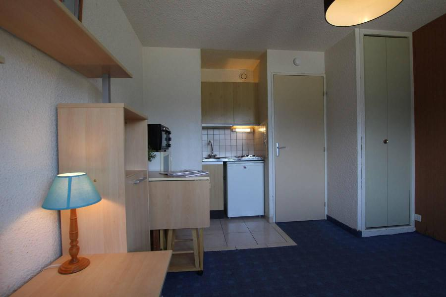 Holiday in mountain resort Studio sleeping corner 4 people (207) - Résidence Podium - Puy-Saint-Vincent - Table