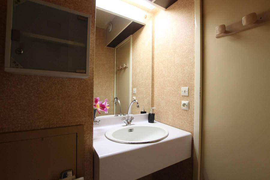 Holiday in mountain resort Studio sleeping corner 4 people (207) - Résidence Podium - Puy-Saint-Vincent - Wash-hand basin