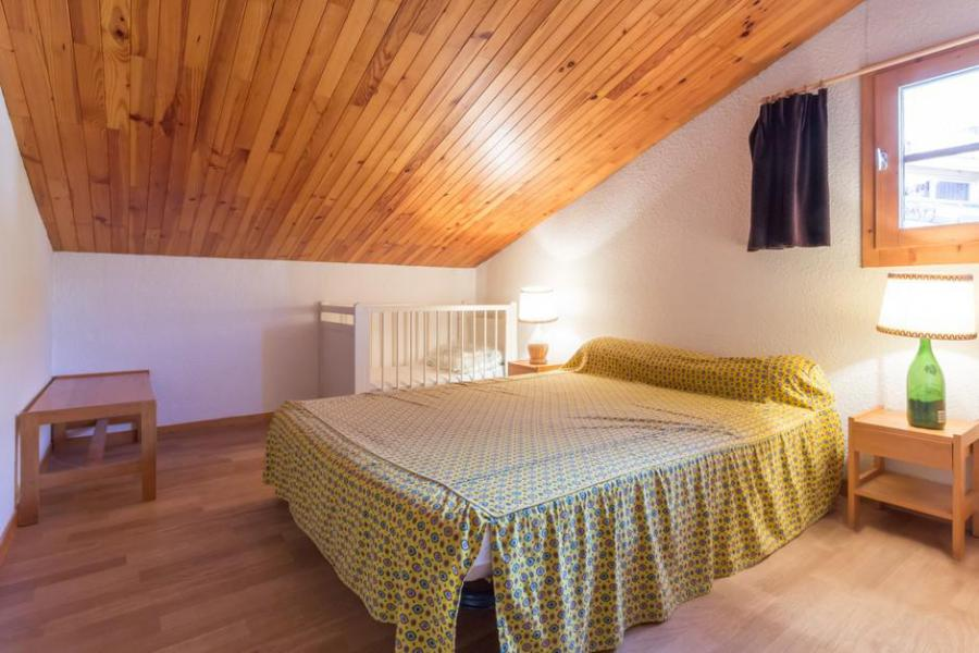 Holiday in mountain resort 3 room mezzanine apartment 8 people (20) - Résidence Porte de Montchavin - Montchavin La Plagne - Bedroom under mansard