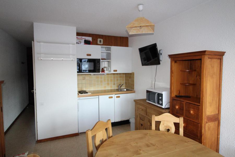 Holiday in mountain resort Studio sleeping corner 3 people (010) - Résidence Prés du Bois - Val Cenis - Open-plan kitchen