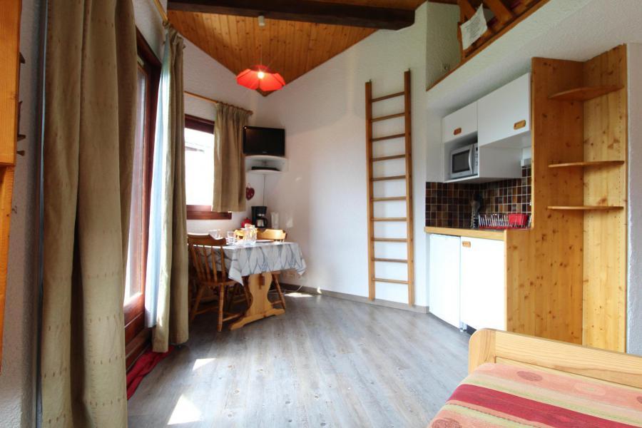 Holiday in mountain resort Studio sleeping corner 4 people (037) - Résidence Prés du Bois - Val Cenis - Living room