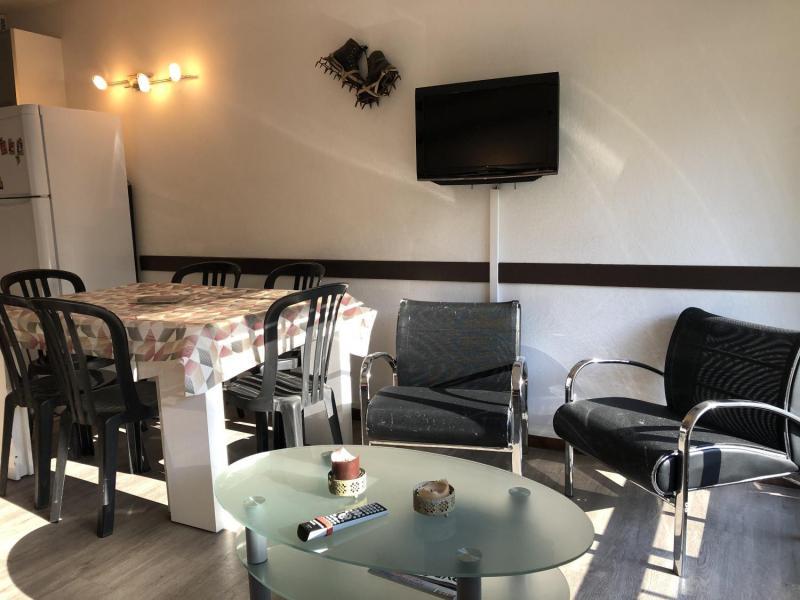 Holiday in mountain resort Studio sleeping corner 6 people (SAN37) - Résidence Sanctus - Gourette - Table