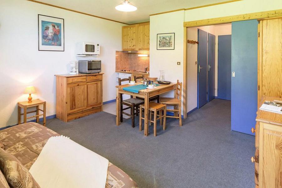 Holiday in mountain resort Studio sleeping corner 4 people (103) - Résidence Ski Soleil I - Les Menuires - Living room