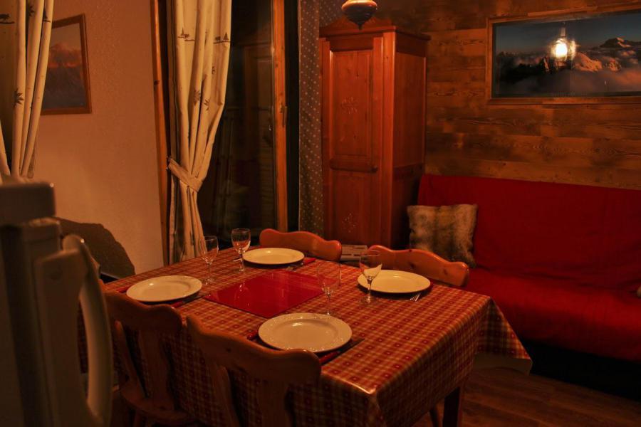 Holiday in mountain resort 2 room apartment sleeping corner 6 people (2206) - Résidence Ski Soleil II - Les Menuires - Table