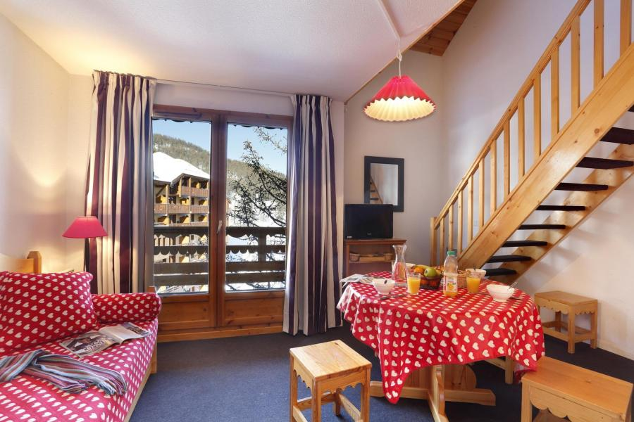 Vacances en montagne Résidence Véga - Risoul - Porte-fenêtre donnant sur balcon