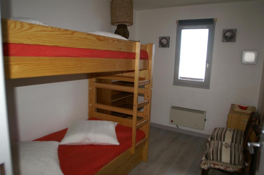 Holiday in mountain resort 3 room apartment 7 people (standard) - Résidences Prapoutel les 7 Laux - Les 7 Laux - Bedroom