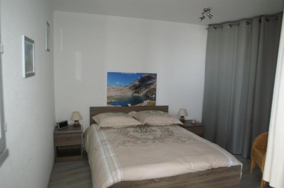 Holiday in mountain resort 3 room apartment 7 people (standard) - Résidences Prapoutel les 7 Laux - Les 7 Laux - Double bed