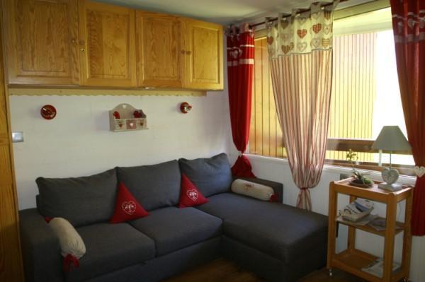 Holiday in mountain resort Studio cabin 4 people (standard) - Résidences Prapoutel les 7 Laux - Les 7 Laux - Living room
