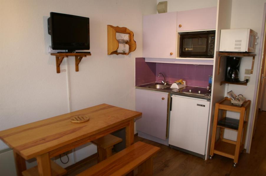 Holiday in mountain resort Studio cabin 4 people (standard) - Résidences Prapoutel les 7 Laux - Les 7 Laux - Open-plan kitchen
