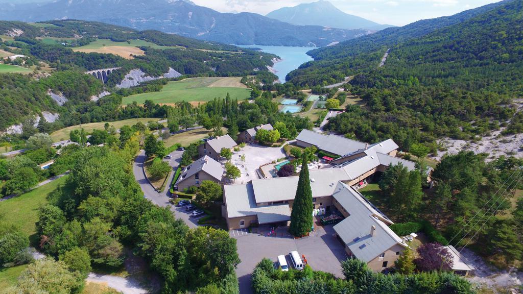 Аренда на лыжном курорте Village Club Les Horizons du Lac - Réallon - летом под открытым небом