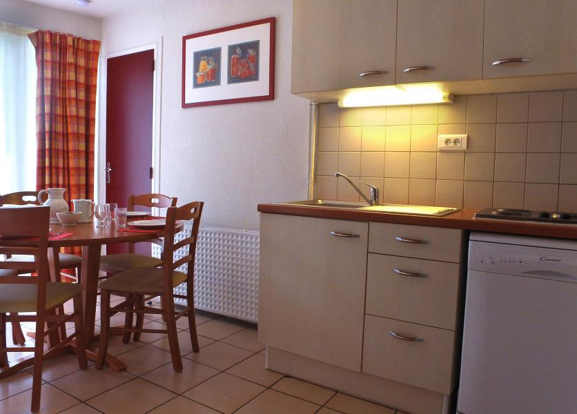 Holiday in mountain resort VVF Villages les Pyrénées Ariégeoises - Ax-Les-Thermes - Open-plan kitchen