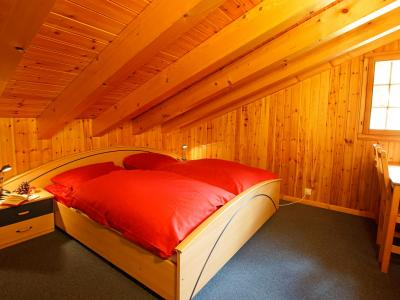 Holiday in mountain resort Chalet Alpina P12 - La Tzoumaz - Bedroom under mansard