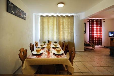 Vacances en montagne Appartement 3 pièces 6 personnes - Chalet Cristal - Les Menuires - Table