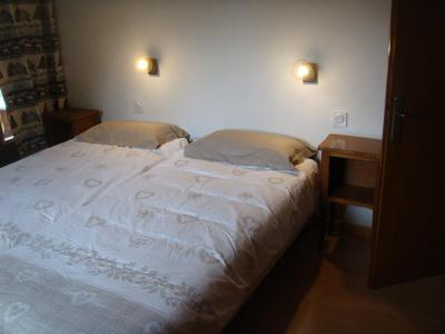 Holiday in mountain resort 2 room apartment cabin 6 people - Chalet Etche Ona - Le Grand Bornand - Double bed