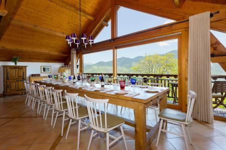 Holiday in mountain resort Chalet Iona - Méribel - Accommodation
