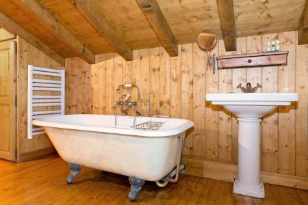 Holiday in mountain resort Chalet Iona - Méribel - Bath-tub