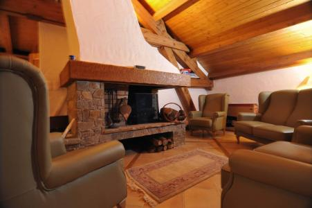 Holiday in mountain resort Chalet Iona - Méribel - Fireplace