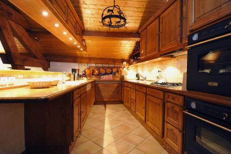 Holiday in mountain resort Chalet Iona - Méribel - Kitchen