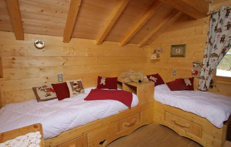Vacances en montagne Chalet Jardin d'Hiver - La Toussuire - Chambre mansardée