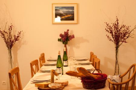 Vacances en montagne Chalet la Dame Blanche - Les Menuires - Table