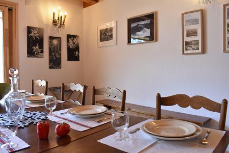 Vacances en montagne Chalet 5 pièces 12 personnes - Chalet la Mia - Méribel - Table