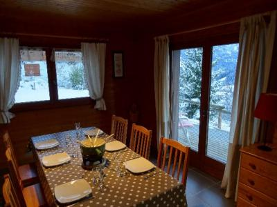 Vacances en montagne Appartement 3 pièces 6 personnes - Chalet les Barbules - Châtel - Table