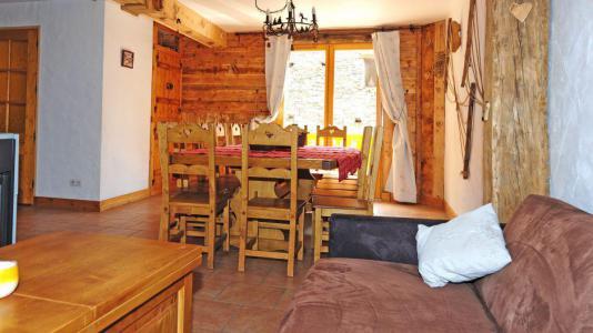 Vacances en montagne Chalet Mil'Ans - Les Menuires - Salle à manger