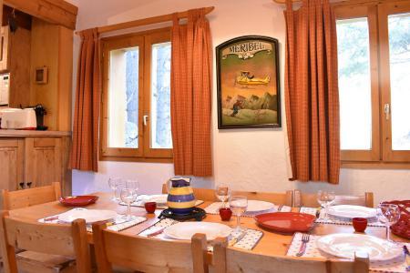 Holiday in mountain resort 3 room duplex chalet 6-8 people (tarnad) - Chalet Tara - Méribel - Table