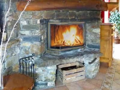 Holiday in mountain resort Chalet Villaroger - Les Arcs - Fireplace