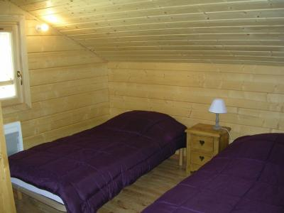 Holiday in mountain resort 6 room chalet 10 people - Chalets Hameau des Cîmes - La Joue du Loup - Bedroom under mansard