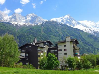 Rent in ski resort Clos du Savoy - Chamonix - Summer outside