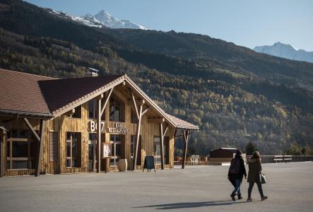 Rent in ski resort Hôtel Base Camp Lodge - Les Arcs - Summer outside