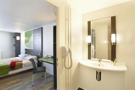 Holiday in mountain resort Hôtel Suite Home Briançon - Serre Chevalier - Bedroom