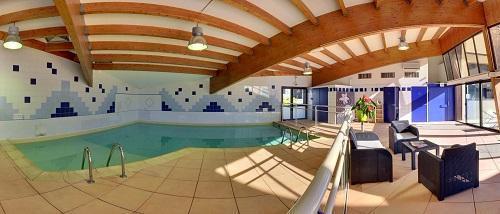 Vacances en montagne Hôtel Suite Home Briançon - Serre Chevalier - Piscine