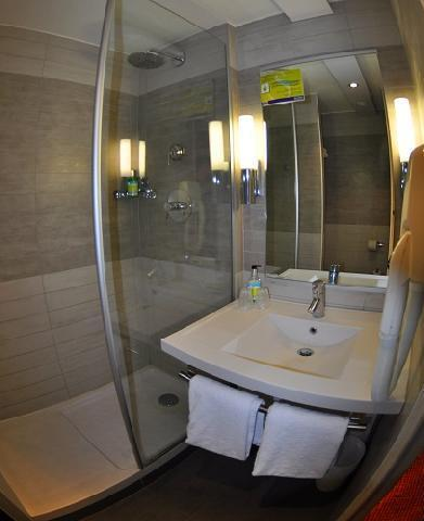 Holiday in mountain resort Hôtel Suite Home Briançon - Serre Chevalier - Shower room
