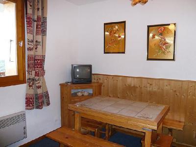 Holiday in mountain resort 2 room apartment cabin 6 people (6) - La Divaria - Tignes - TV