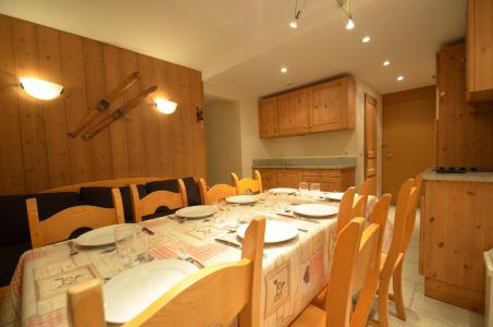 Vacances en montagne Appartement 3 pièces 8 personnes (328) - La Résidence Chavière - Les Menuires - Table