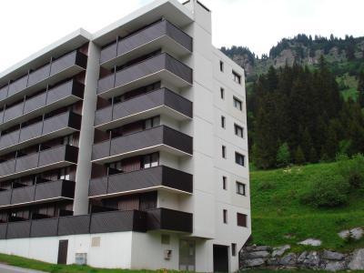 Vacances en montagne La Résidence Doris - Flaine - Extérieur été