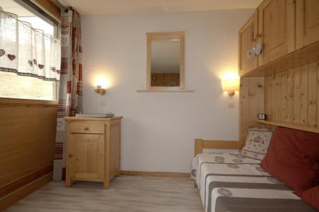 Holiday in mountain resort Studio 4 people (2HX4) - La Résidence Hameaux 2 - La Plagne - Seat bed- pull out bed
