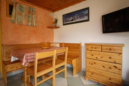 Holiday in mountain resort Studio cabin 4 people (604CL) - La résidence le Palafour - Tignes - Table