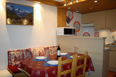 Holiday in mountain resort Studio sleeping corner 4 people (807CL) - La résidence le Palafour - Tignes - Table