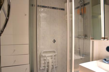 Holiday in mountain resort Divisible studio 4 people (ST4) - La Résidence le Serro Torre - La Plagne - Shower