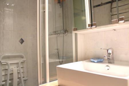 Holiday in mountain resort Divisible studio 4 people (ST4) - La Résidence le Serro Torre - La Plagne - Shower room