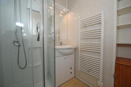 Holiday in mountain resort Studio sleeping corner 4 people (0R13) - La Résidence les Gentianes - Les Menuires - Shower