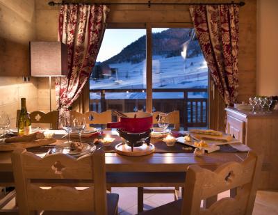 Vacances en montagne Le Chalet des Dolines - Montgenèvre - Salle à manger