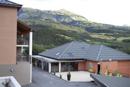 Location au ski Le Château des Magnans - Pra Loup - Extérieur été