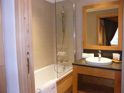 Holiday in mountain resort 4 room triplex chalet 6 people (Coron) - Le Hameau de Caseblanche - Saint Martin de Belleville - Bath-tub