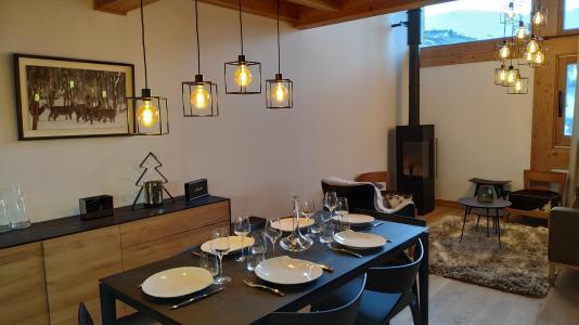 Holiday in mountain resort 4 room triplex chalet 6 people (Selini) - Le Hameau de Caseblanche - Saint Martin de Belleville - Table